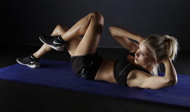 Jaký typ cvičení je vhodný pro lidi, kteří občas trpí bolestmi zad, ale rádi si zajdou do fitka na nějaké cvičení?