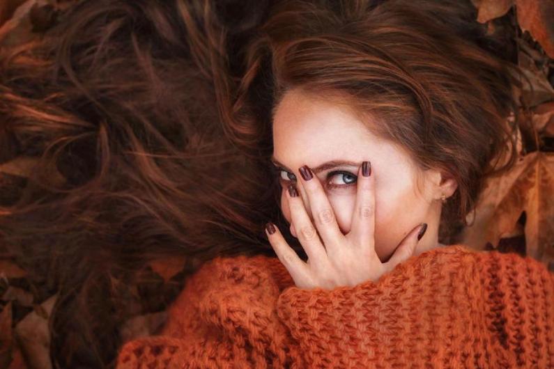 Podzimní plískanice umí způsobit vlasové pohromy. Jak jim předejít?