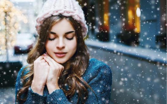 4 nejčastější problémy s vlasy v zimě a jak na ně