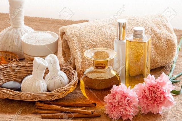 herbal-and-oil-treatment-equipment-in-relaxing-spa-setting-stock-photo