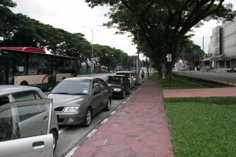Mayang Mall roadside