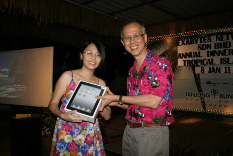 Mrs. David Ch'ng, the lucky winner of the second iPad
