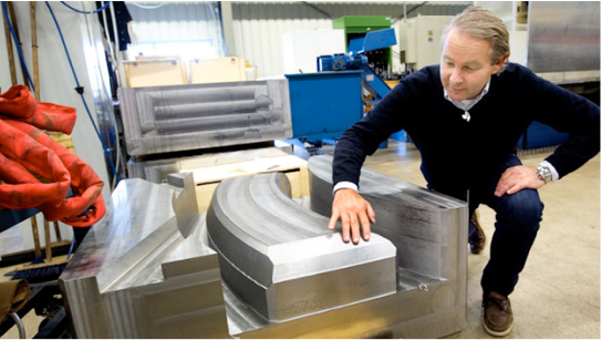 Examec CEO Mats Ohlsson is pleased by the fantastic precision of the new milling machine