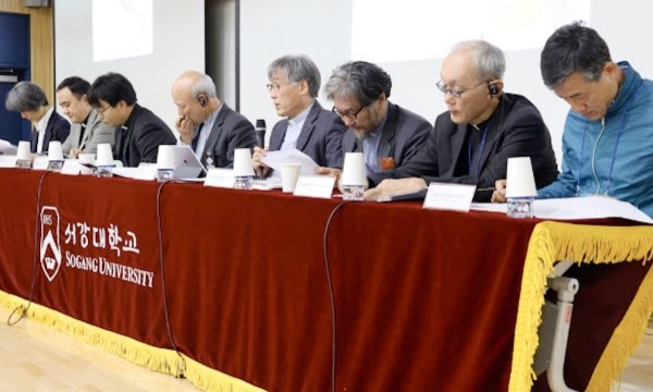 A discussion panel during the international symposium held from October 30 to 31 at Sogang University in Seoul.