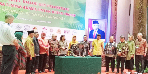 Bishop Yohanes Harun Yuwono signs the joint declaration by religious leaders at the launch of the Interfaith Rainforest Initiative Indonesia on January 31. Photo: UCAN/Katharina R. Lestari