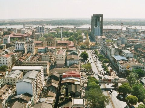 View of Yangon from Sakura Tower to the south. Photo: Modulo/CC BY-SA (http://creativecommons.org/licenses/by-sa/3.0/)