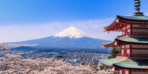 Mt. Fuji from Arakurayama Sengen Park and the Churei-to pagoda in Fujiyoshida, Yamanashi. Photo: Reginald Pentinio/Wikipedia CC BY-SA 3.0