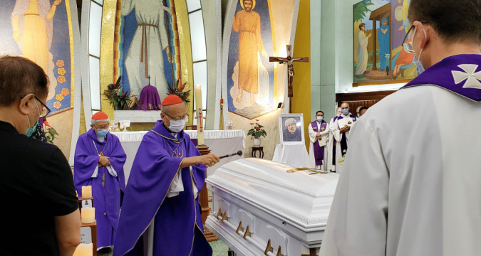 Cardinal Tong (holding the aspergillum), with Cardinal Zen, sprinkling holy water on Audrey Donnithorne's coffin at St. Joseph's Church on June 26. Photo: Annie Lam