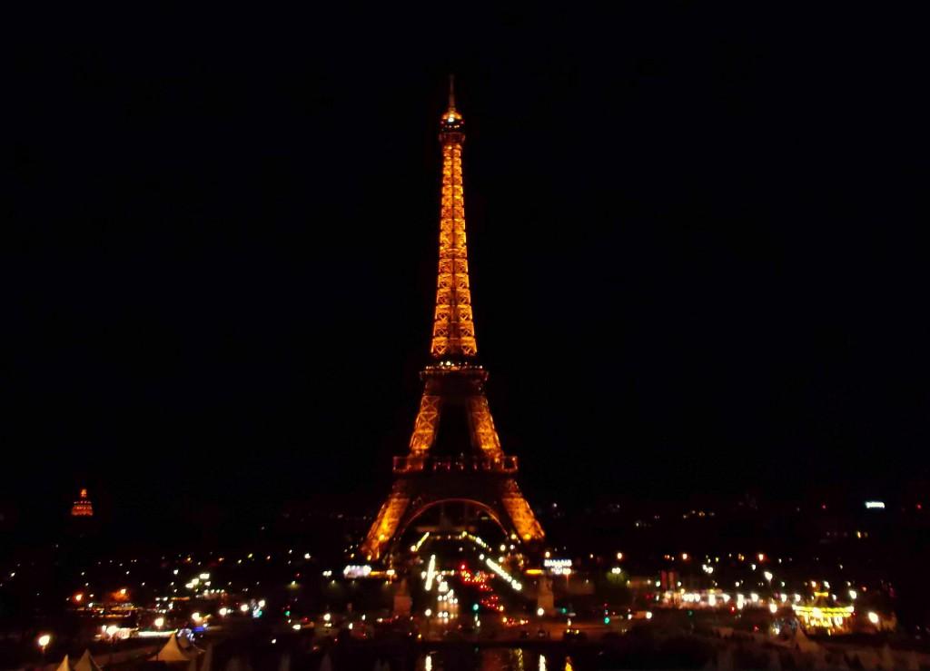 Torre Eiffel di notte