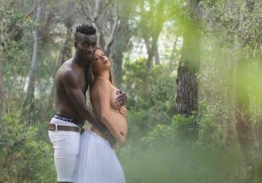 (10 Photos) : les Photos n*es d'un joueur international avec sa femme  enceinte affolent la toile Regardez
