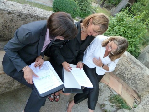 Martina and Sara, checking details with Paola Vuilleumier