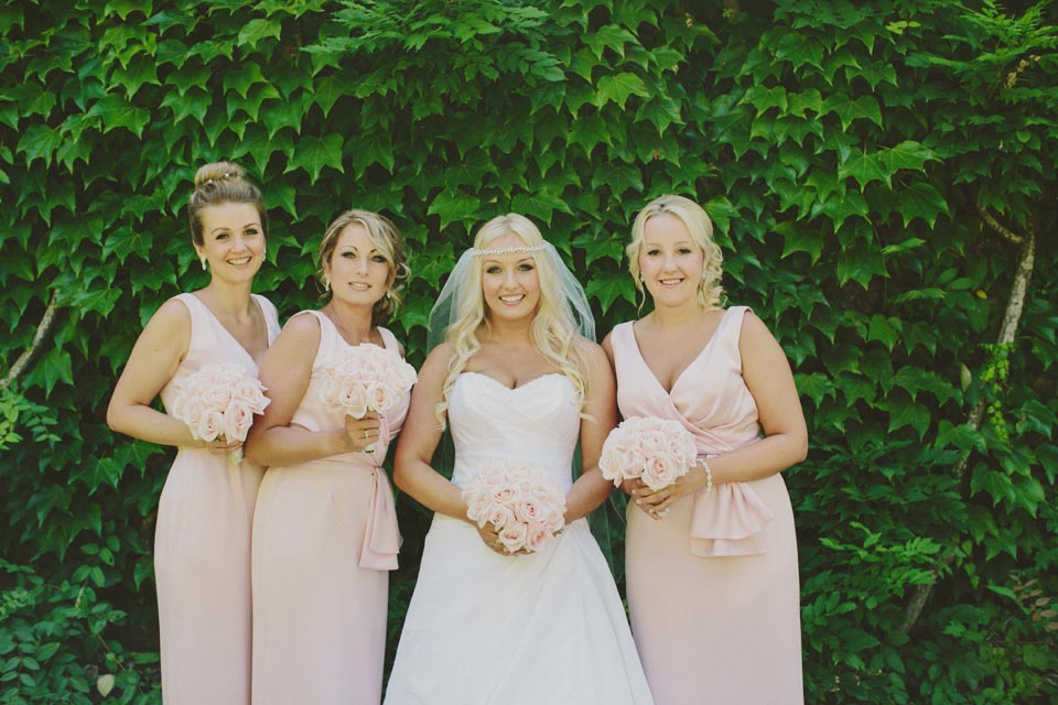 Bride and bridesmaids in Ravello