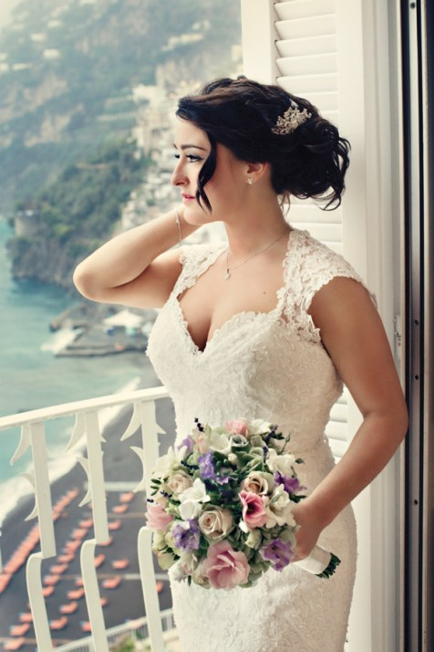 Fifties style wedding on the Amalfi Coast – Bride with Bouquet