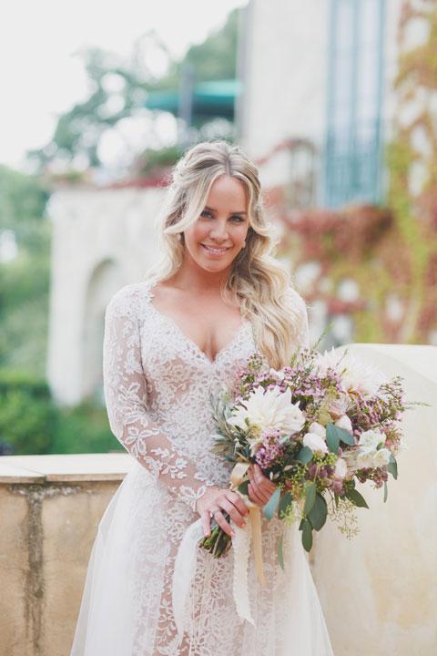 The bride with her bridal bouquet, Amalfi Coast wedding