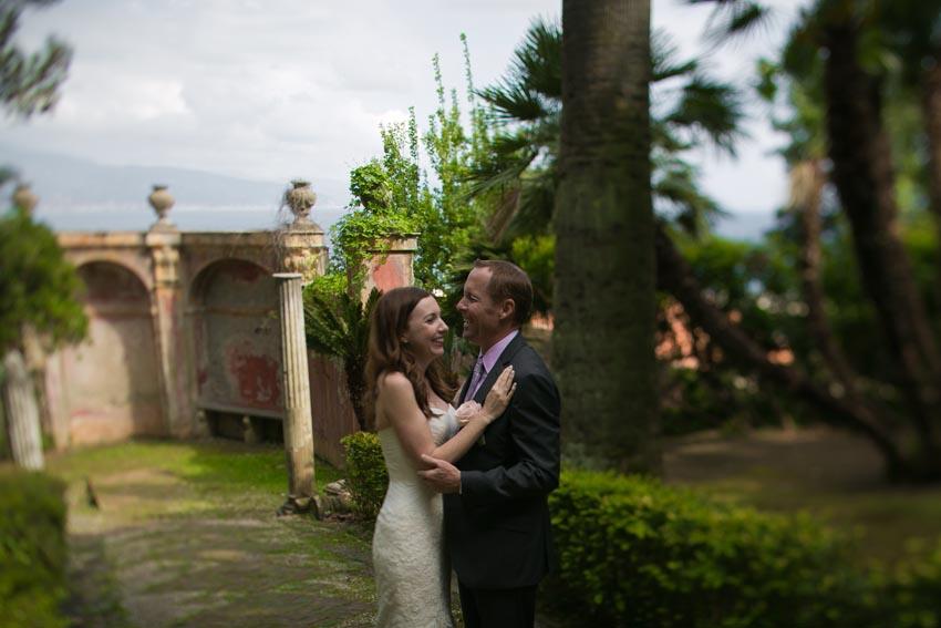 Bridal couple in the gardens of Villa Durazzo