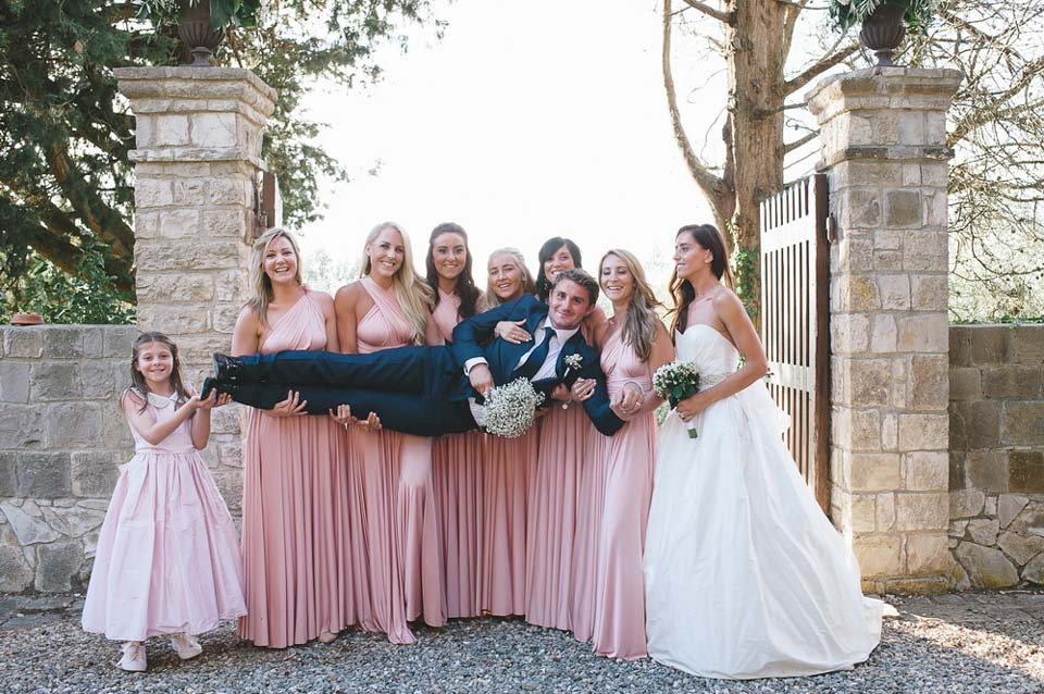 Groom and bridesmaids in the park of Castle Il Palagio