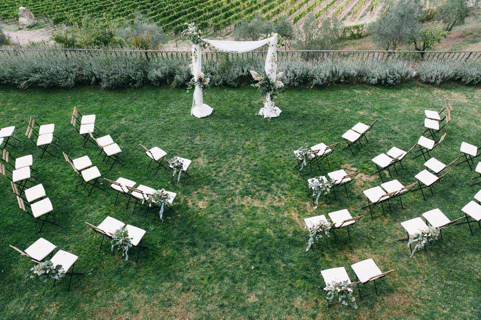 Ceremony in the gardens of Villa Vistarenni