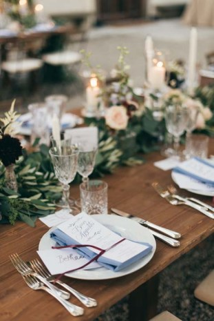 Country chic decorations for wedding banquets