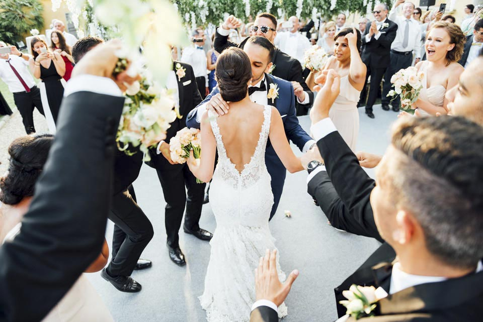 Bridal couple dancing in a Tuscan Villa