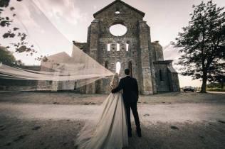 tuscany-wedding-san-galgano-mimi-and-decker-0064