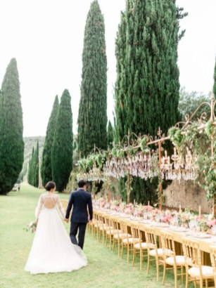 Outdoor wedding banquet in a Tuscan Villa