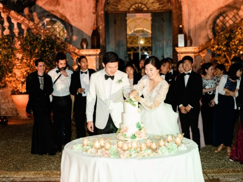 Cutting of the cake at Villa Cetinale in Tuscany
