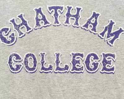 TEE SHIRT – CHAMPION – CHATHAM COLLEGE – Size M