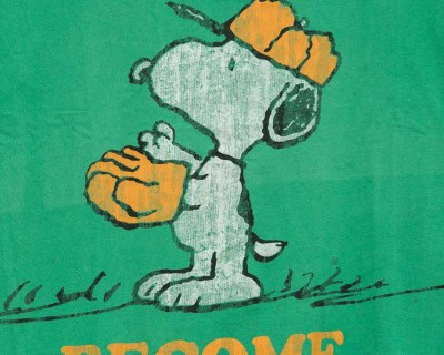 T-SHIRT – PEANUTS – SNOOPY BECOME CHAMP – Size S