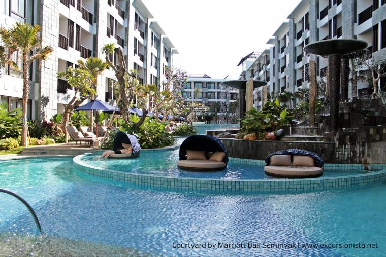 courtyard marriott seminyak wading pool