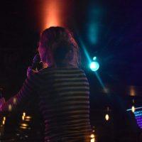 Le karaoké séduit de nombreux québécois ainsi que quelques expatriés comme Camille.