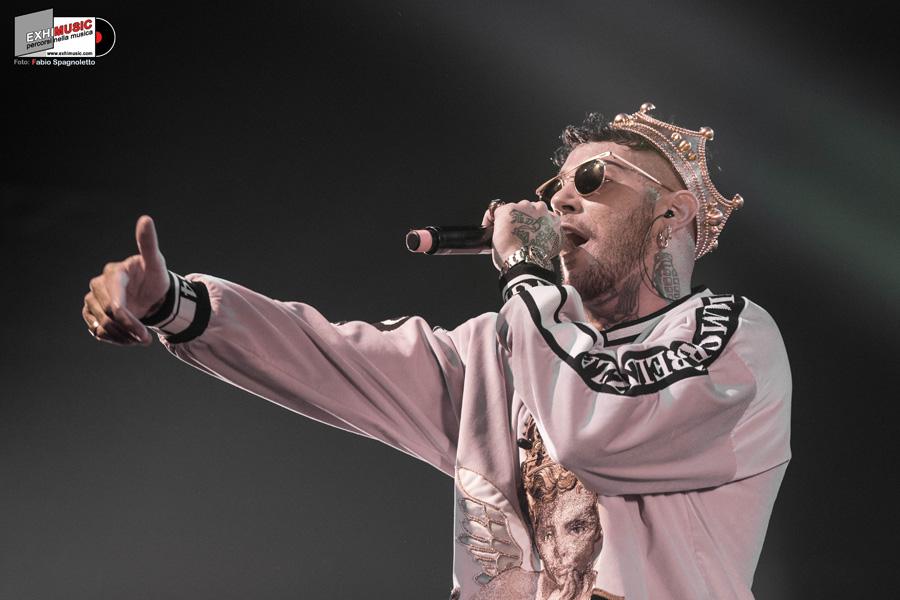 EMIS KILLA live Domenica 9 dicembre al FABRIQUE di Milano. Foto gallery di Fabio Spagnoletto