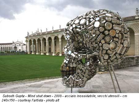 Subodh Gupta - Mind shut down - 2008 - acciaio inossidabile, vecchi utensili - cm 240x150 - courtesy l'artista - photo alt