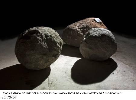 Yves Dana - Le miel et les cendres - 2005 - basalto - cm 60x90x70 / 60x65x60 / 45x70x60