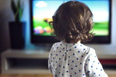 Jak chronić dziecko przed wpływem reklam