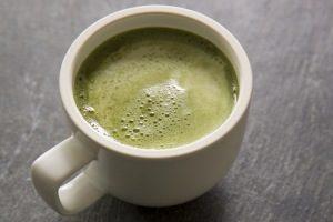 kubek z zieloną kawą