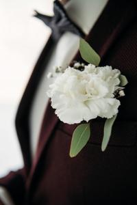 kwiat w butonierce