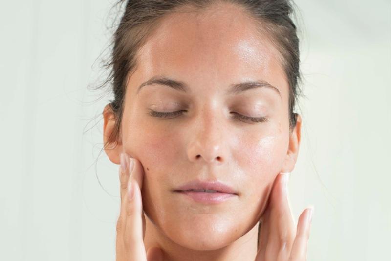 Dlaczego używać oleju rycynowego do pielęgnacji skóry