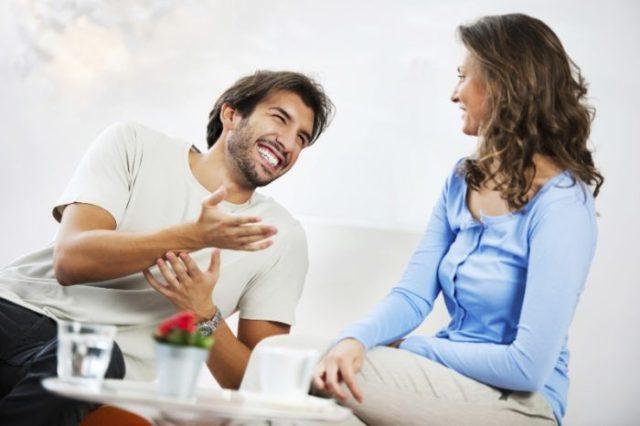 rozmawiać podczas randki