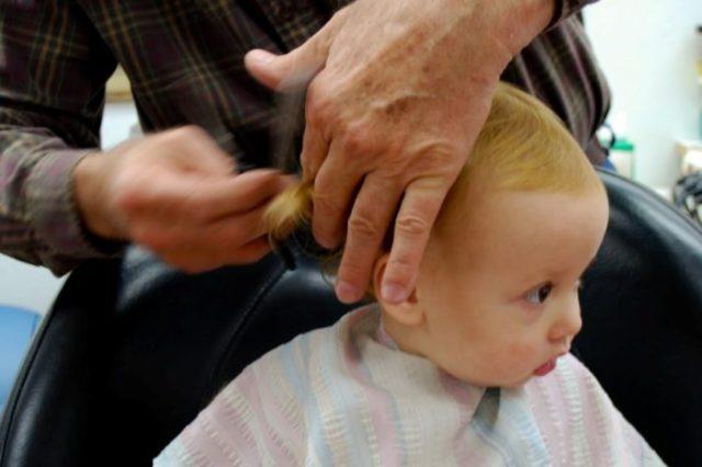 dziecko u fryzjera