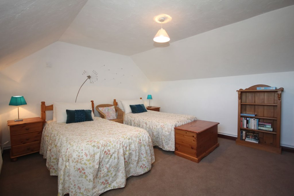 Upton cottage, West Withy Farm, twin bedroom