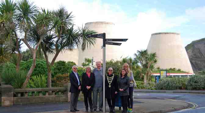 NEW SIGNS POINT ILFRACOMBE VISITORS IN THE RIGHT DIRECTION