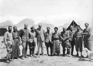 Bundesarchiv_Bild_135-KA-11-008_Tibetexpedition_Expedition_zu_Gast_bei_Gould