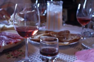 Zinfandel, orahavac liquor and ustipak