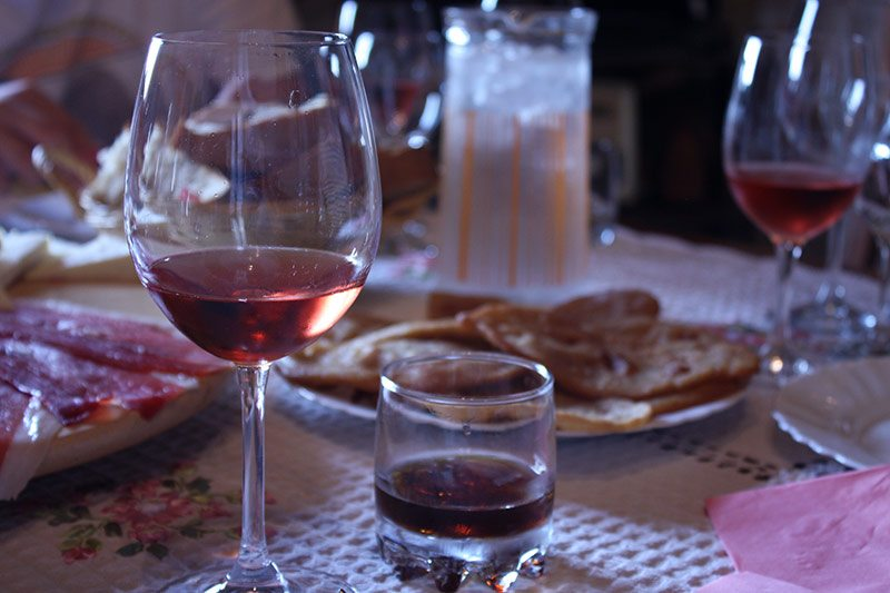 Zinfandel, orahavac liquor and ustipak