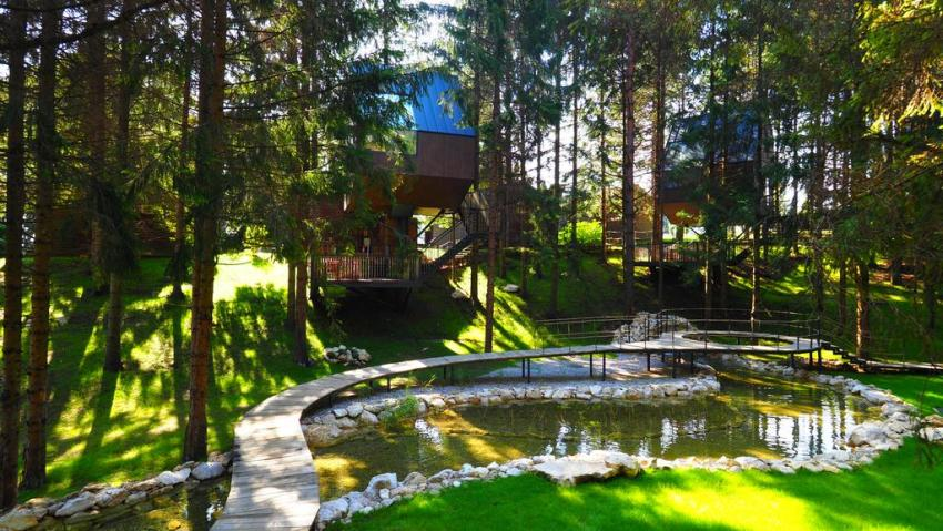 Treehouse at Plitvice Holiday Resort in Grabovac, Croatia