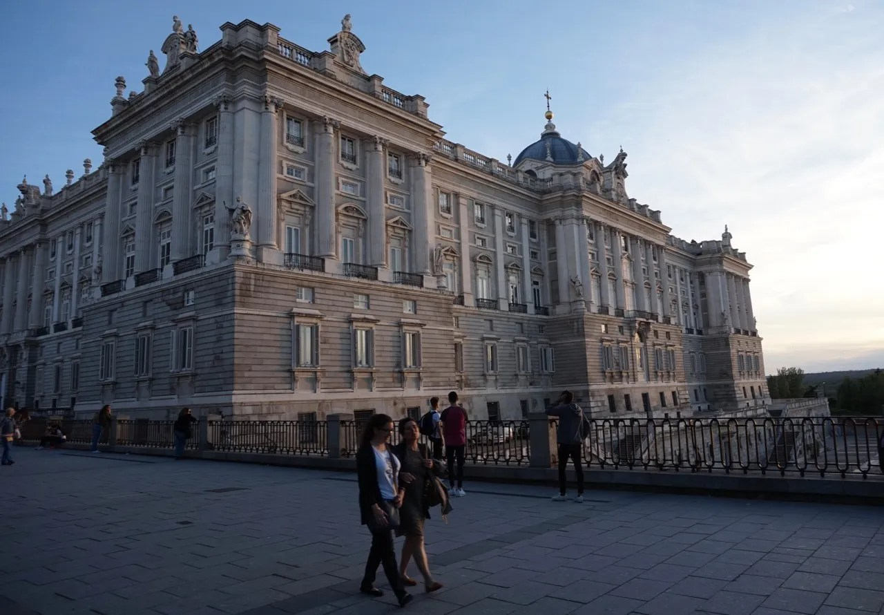 pros and cons of living in madrid