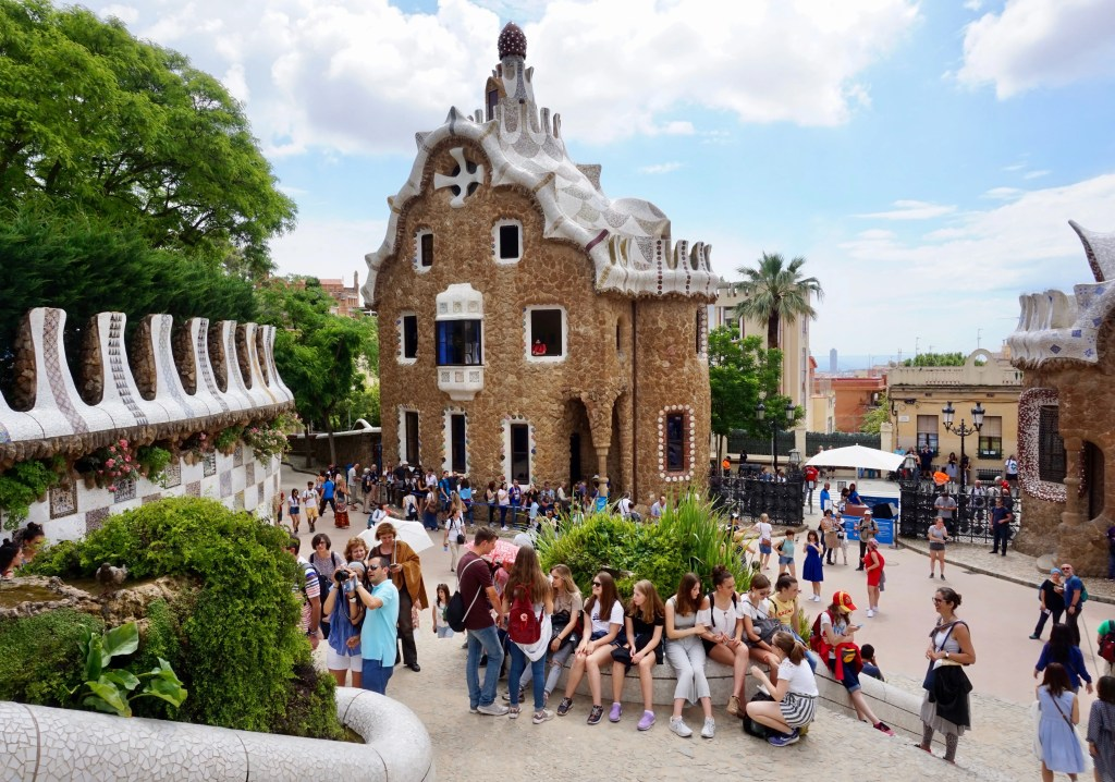 mass tourism in parc guell barcelona