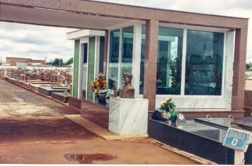Túmulo de Chico Xavier no cemitério de Uberaba (foto original)