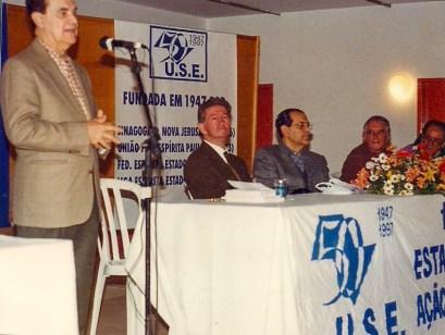 Divaldo Franco e, à mesa, Atílio Campaninni, Perri de Carvalho e Eder Fávaro.