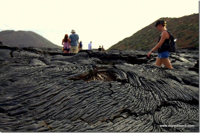 Traversée du champ de lave,  Galapagos, Equateur.